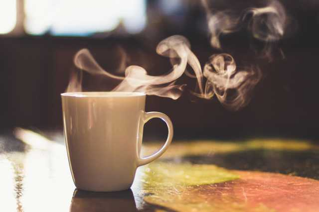 お湯を淹れたコーヒーカップ