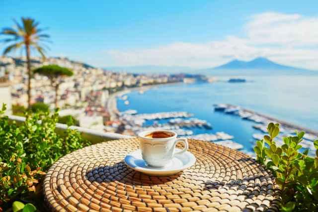 イタリアの風景とエスプレッソ