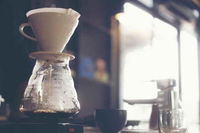 冷凍保存したコーヒー豆を入れる