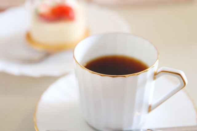 フルーツケーキとコーヒー