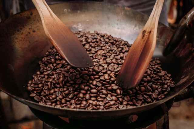 フライパンでコーヒー豆を焙煎