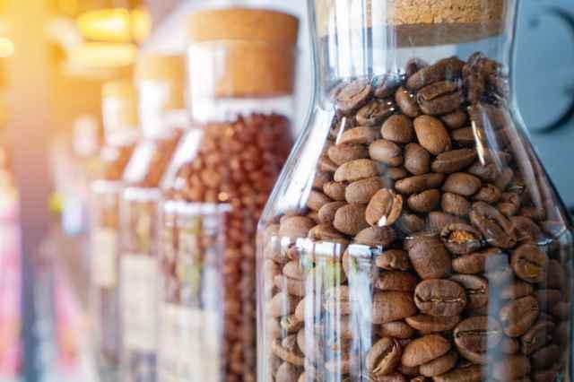 密閉容器に入ったコーヒー豆