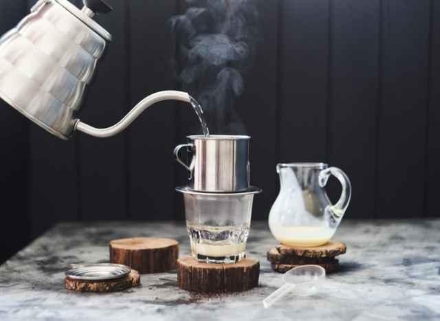 ベトナム式コーヒーを淹れる