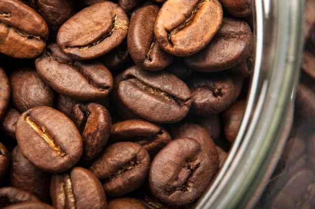 空気に触れるコーヒー豆