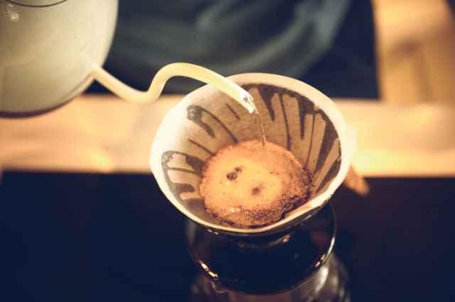 焙煎豆でコーヒーを淹れる