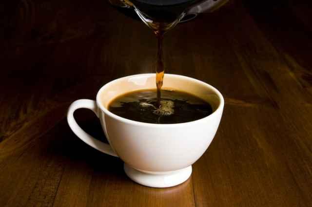 注がれるブラックコーヒー