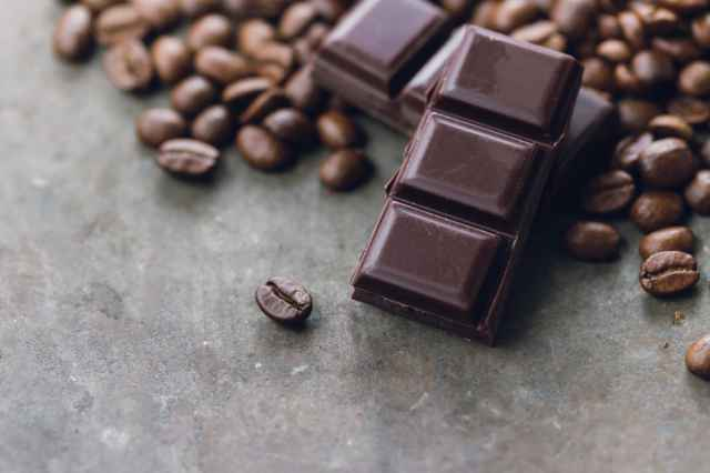 コーヒー豆とチョコレート