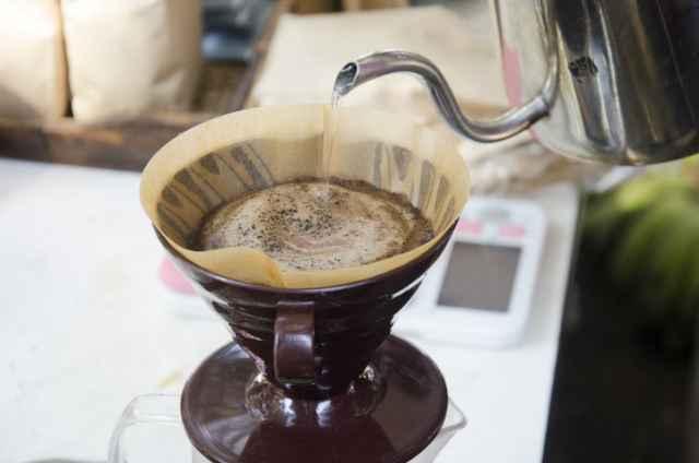 1杯のコーヒーを淹れる