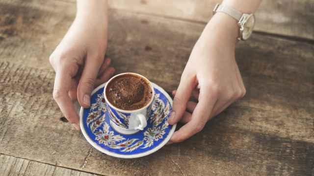 表面に綺麗な泡があるトルココーヒー