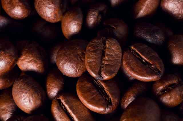 大粒のコーヒー豆