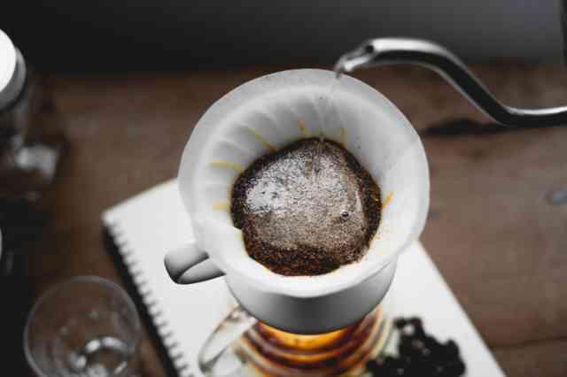 コーヒーをペーパードリップで淹れる