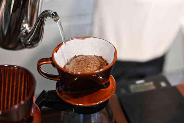 レギュラーコーヒーをドリップで淹れる